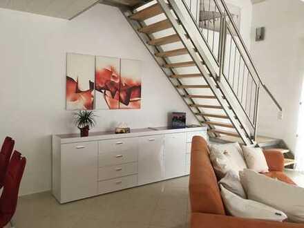 Moderne, offene Maisonette-Wohnung über drei Etagen mit Balkon und EBK in Friedrichsdorf