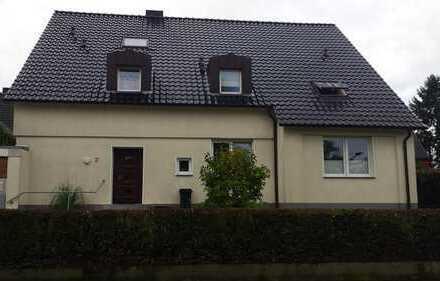 Hochwertige, große 3 Zimmer Wohnung mit ausbaufähigem DG in Zweifamilienhaus in Eppendorf!