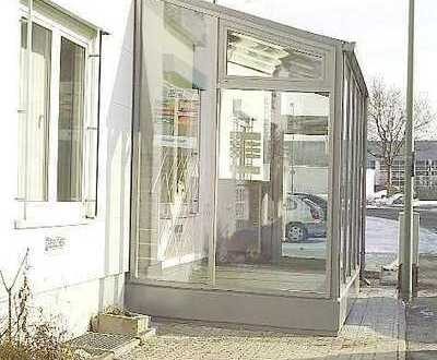 Helle Büroräume mit 500MBit/s Internet und modernen Duschräumen