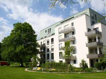 Neuwertig! 2-Zimmer-Wohnung mit Balkon u. EBK in wunderschöner Parkanlage