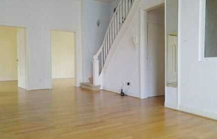 Individuelle Maisonette-Wohnung mit wunderbarem Altbauflair in bester Lage!