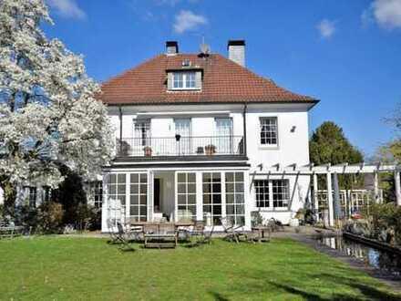 Hinreißend! Historische, freistehende Villa der Extraklasse in Alt-Bredeney