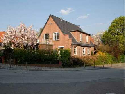 Sehr gepflegte 3,5 Zi.-Wohnung in roter Backsteinvilla mit 3 Wohneinheiten.