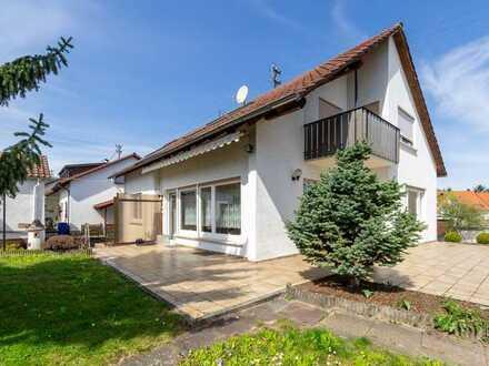 Solides Einfamilienhaus mit großem Grundstück in traumhafter Lage -  Ihr neues Zuhaues?!