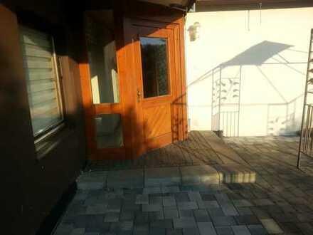 Preiswerte, gepflegte 4-Zimmer-EG-Wohnung mit Balkon und Einbauküche in Hövels