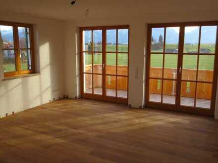 Neuwertige 3,5-Zimmer-Wohnung mit Balkon in Rieden am Forggensee