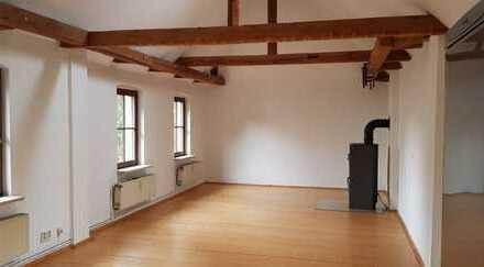 Modernisierte 1,5-Zimmer-Wohnung mit Balkon und eigenem Hauseingang