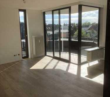 Zentral gelegene, frisch renovierte, barrierefreie 3 Zi Wohnung mit Balkon und EBK