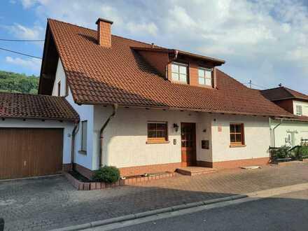 Schönes, geräumiges Haus mit neun Zimmern in Mittelbrunn