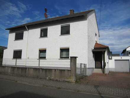 Geräumiges Einfamlienhaus mit Garage in begehrter Wohnlage