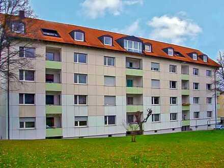 Top Saniert - Exklusive 2,5-Zimmer Wohnung mit Wohnküche mit EBK und Süd-West Balkon