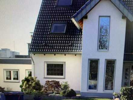 Besonderes 2 Familienhaus mit Garten und Garage