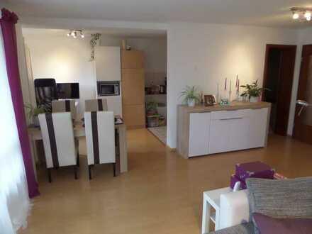 Geschmackvolle 2-Raum-EG-Wohnung mit Terrasse und Einbauküche in Neckartenzlingen