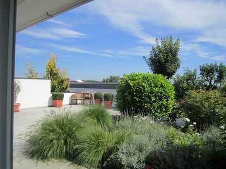 Exklusive EG Wohnung im Zweifamilienhaus 84,5m² mit 40m² Terrasse und Gartenanteil 2,5 Zimmer