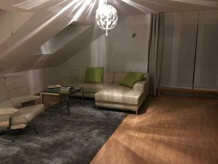 Vollmöbelierte, renov. 4-Zi-DG-Wohnung, +50Qm Terrasse, EBK, Stellplatz in Lampertheim Rosengarten