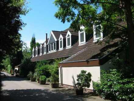 3-Zimmer-Wohnung mit Parkett und großen Garten in Hannover-Isernhagen * NEU RENOVIERT *