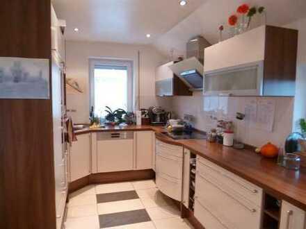 Wohnen in einer schicken 5Z Maisonettewohnung mit EBK, Terrasse und Garten