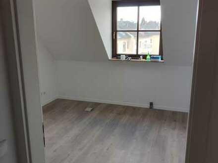 Helles, modernes Zimmer in frisch renovierter WG - weitere Bilder folgen