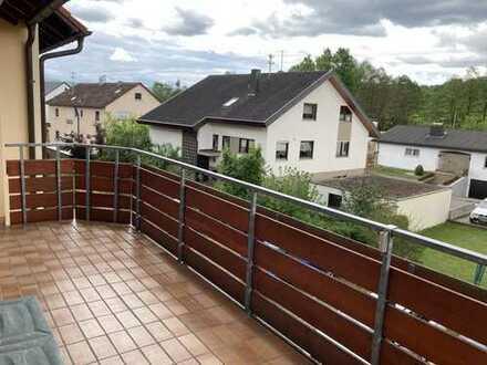 Sonnige 3-Zimmer Wohnung mit Einzelgarage und Stellplatz
