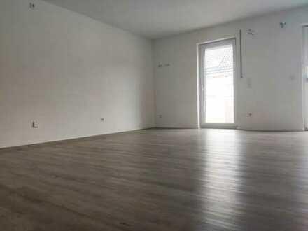 Neuw. helle 3-Zimmer-Wohnung mit Balkon, Keller+ Carport in Berching