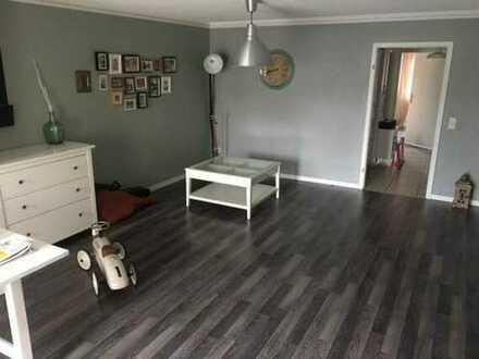 Gepflegte, Warme 3-Zimmer-Maisonette-Wohnung mit Balkon und Einbauküche & Klimaanlage in Großostheim