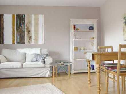 F-Niederursel: Helle, möblierte 3-Zimmerwohnung im Grünen mit Wohnküche und großem Sonnenbalkon