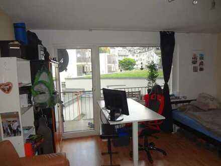 Möbliertes, helles, 26m² Zimmer mit Balkon im Herzen Aachens in direkte UNI Nähe zur Zwischenmiete