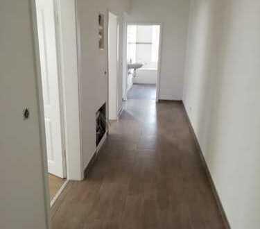 Erstbezug nach Sanierung, gehobene Qualität 5 Raum Wohnung.