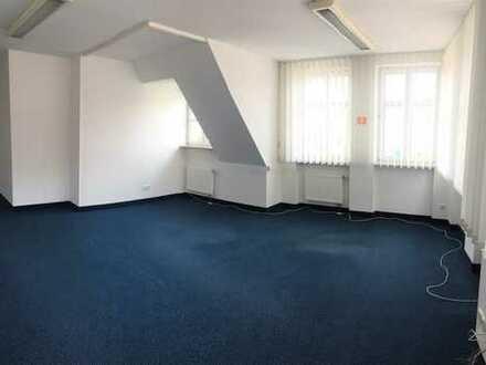 ZU MIETEN:  helle Praxis- oder Gewerberäume mit Aufzug im Zentrum von Auerbach