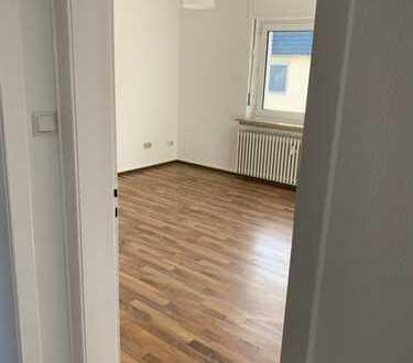 Stilvolle, vollständig renovierte 3-Zimmer-Wohnung mit EBK in Ensen, Köln