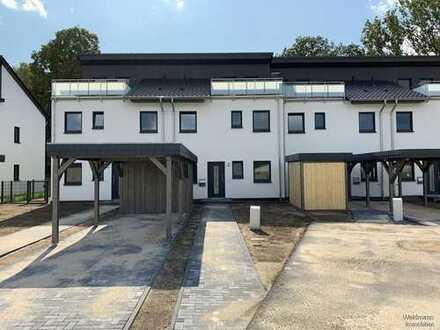 Erstbezug in direkter Wassernähe: Reihenmittelhaus mit Dachterrasse und Havelblick