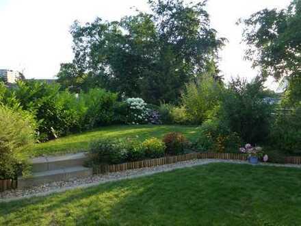 Helle 3 Zi. Whg. mit EBK, TG-Stellpl., großzügiger Terrasse u. eigenem Garten in ruhiger Lage