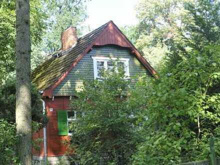 Denkmalgeschütztes Holzhaus mit großem Garten