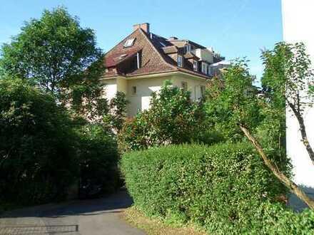 mitten in der Stadt und doch im Grünen, helle und ruhige 73 qm in liebevoll renoviertem Altbau