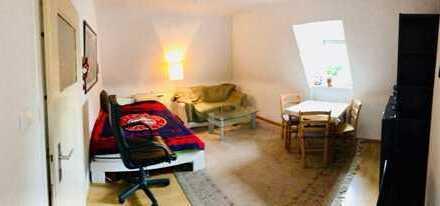 2-Zimmer-Dachgeschosswohnung mit Einbauküche zur Zwischenmiete in Karlsruhe