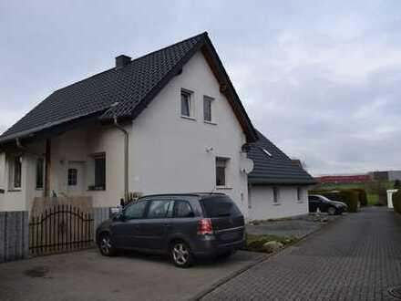 Kernsaniertes Zweifamilienhaus in Altenhagen