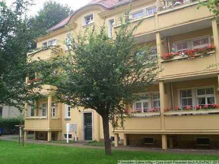 Hier werden Sie sich wohlfühlen! Gepflegtes Anwesen, ruhige Lage mit Balkon und Wohnküche!