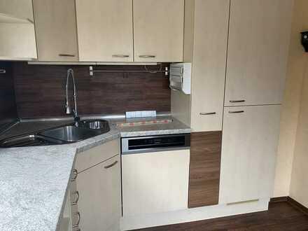 Attraktive 3,5 Zimmerwohnung mit Einbauküche, Balkon, Fernsicht und Garage
