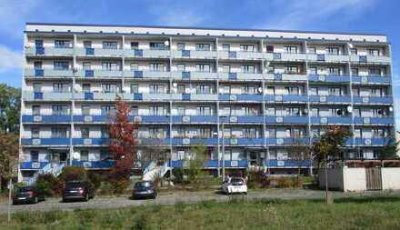 Kapitalanlage in Blau: Freistehender Wohnblock mit 48 Einheiten