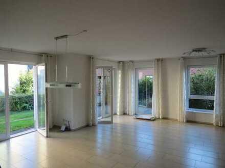 Wie DHH: Moderne, helle Wohnung in zentraler, aber ruhiger Lage