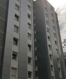 ***Empfehlenswert! Familie mit Kindern! Renovierte 3-Zm-Wohnung mit Balkon und Einbauküche