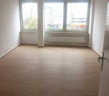 Renovierte Wohnung in 1-A Lage! Mitten im Leben Essens, ideal für WG´s ! ( 1 Monat Kaltmietfrei)