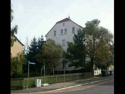 Renovierte 5-Zimmer-Hochparterre-Wohnung mit Einbauküche in Glauchau