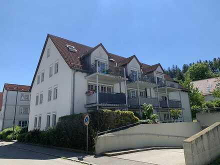 KNIPFER IMMOBILIEN - Möblierte Dachmaisonette mit Balkon und TG-Stellplatz zur Miete