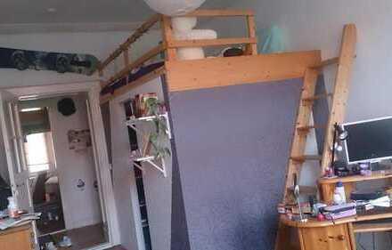 längerfristig, Altbau, mit/ohne Hochbett, geraucht wird nur auf dem Balkon