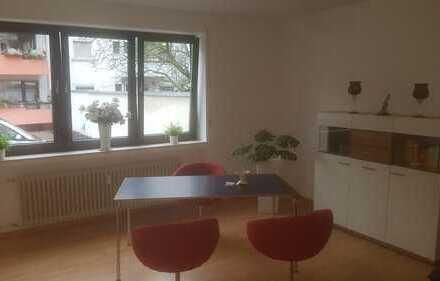 Stilvolle, geräumige und vollständig renovierte 1-Zimmer-EG-Wohnung mit EBK in Koblenz