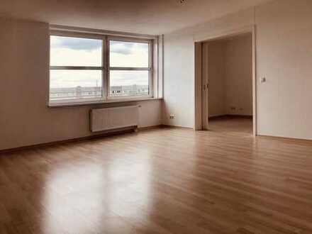 Schöne, helle und toll geschnittene 2-Zimmer-Wohnung mit EBK im TOWER Stern Plaza 4.OG -we29-