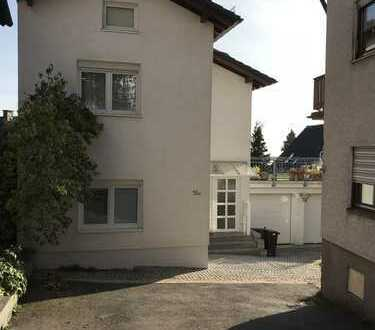 Schönes, geräumiges Haus mit drei Zimmern in der Ortsmitte von Falkenstein