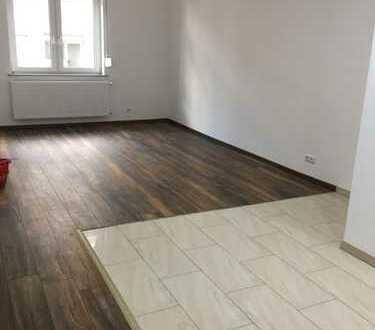 Moderne 2,5 Zimmer Wohnung, gehoben, schick, Hochparterre, in zentraler Lage