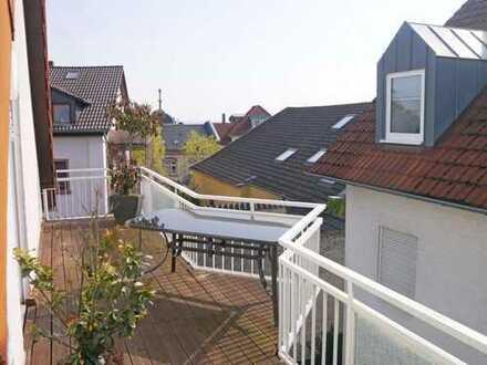 Sonnendurchflutete, großzügige Wohnperle im idyllischen Ortskern m. Sonnenbalkon u. Duplexparker!